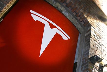 Tesla med «grøftekanten»-service