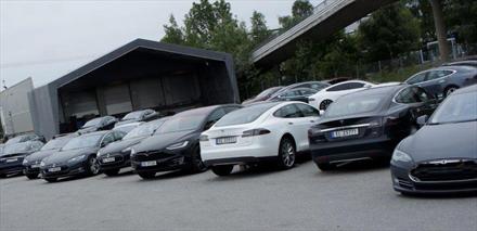 Tesla-dobling på service