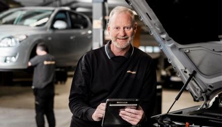 Dekkmann fortsetter verkstedsatsningen: Skal kapre biler eldre enn 5 år